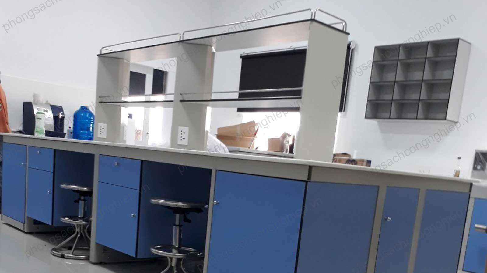 bàn-thí-nghiệm-trung-tâm-mẫu-4